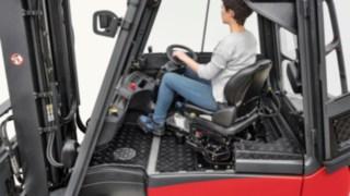 Pracoviště řidiče vysokozdvižného vozíku Linde