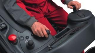 Pracoviště řidiče vysokozdvižného vozíku retrak s výsuvným sloupem