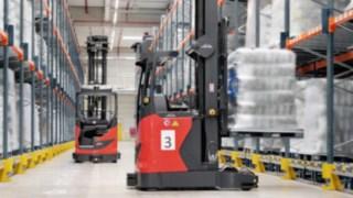 Automatizovaný retrak R-MATIC od společnosti Linde Material Handling ve skladu
