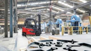 Vozík E30 od společnosti Linde Material Handling používaný v drátěném průmyslu