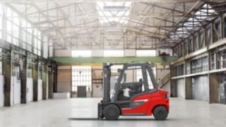Dieselový vysokozdvižný vozík Linde H20–H35 ve skladové hale