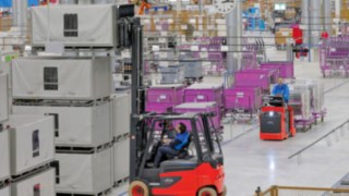 Vysokozdvižné vozíky atahače stechnologií palivových článků od společnosti Linde