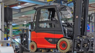Proslov Sabine Neuß při předávání 750000.vysokozdvižného vozíku od společnosti Linde Material Handling.