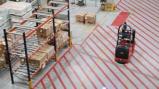 Společnost Schneider Electric používá dva autonomní vysokozdvižné vozíky L-MATIC AC od společnosti Linde Material Handling.
