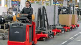 Logistická řešení od společnosti Linde jsou navržena tak, aby odpovídala změněným požadavkům na použití vmoderní výrobě.