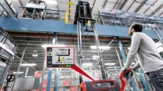 Vysokozdvižný ručně vedený vozík od společnosti Linde sdisplejem asistenčního systému Linde Load Management Advanced