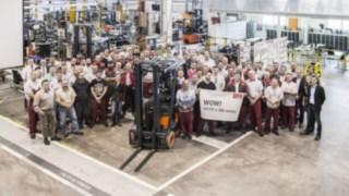 Společnost Linde Material Handling slaví výrobu 111111. elektrického vysokozdvižného vozíku.
