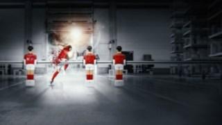 Fotbalista se odpoutává od stolního fotbalu aběží